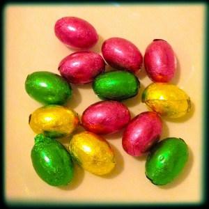 choc eggs 600