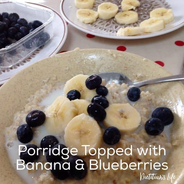 high fibre low sugar porridge topped with banana and blueberries by dietitian's life